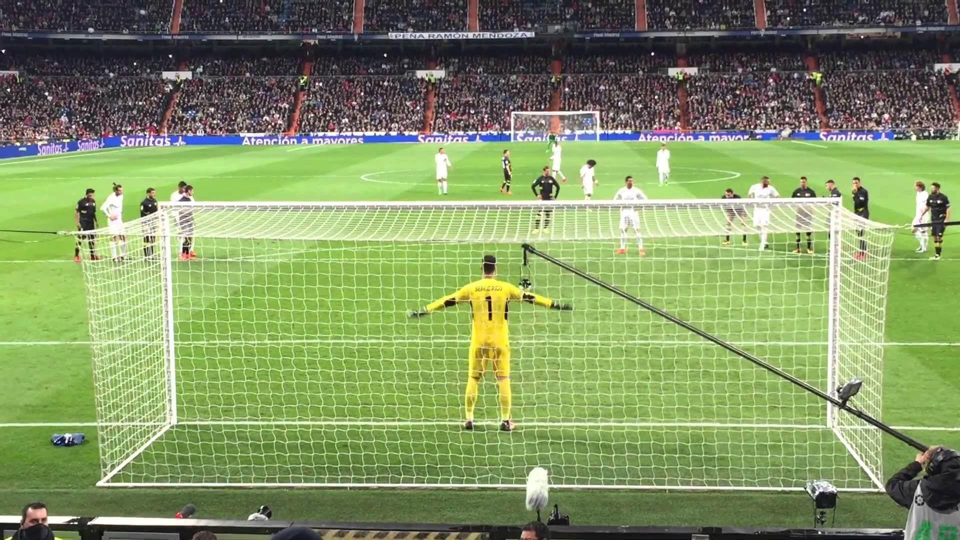 انشا در مورد مشاهده مسابقه فوتبال از روزنه تور دروازه